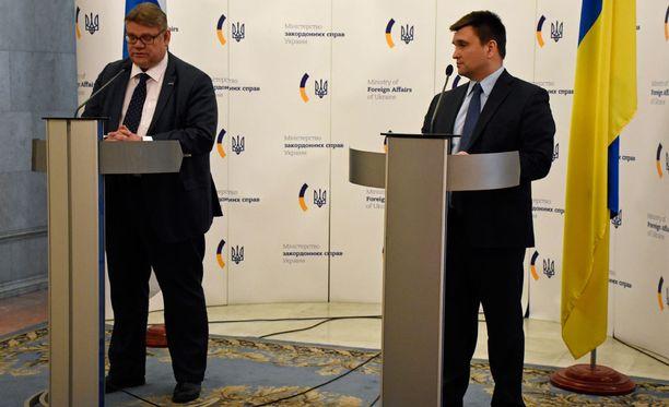Suomen ja Ukrainan ulkoministerit löysivät helposti yhteisen sävelen Kiovassa.