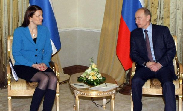 Mari Kiviniemi tapasi Vladimir Putinin Pietarissa.