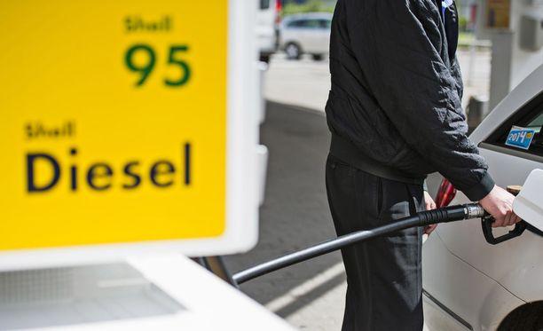 Polttoaineen hintatason ei spekuloida nousevan alkukesän aikana kovasti, mutta öljymaailman ilmapiiri on odottava.