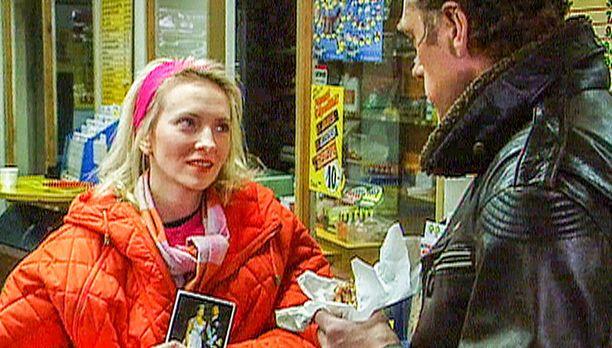 Arttu kamppailee tunteidensa kanssa ja saa Katilta yllättävän vastauksen. Katina Minna Aaltonen.