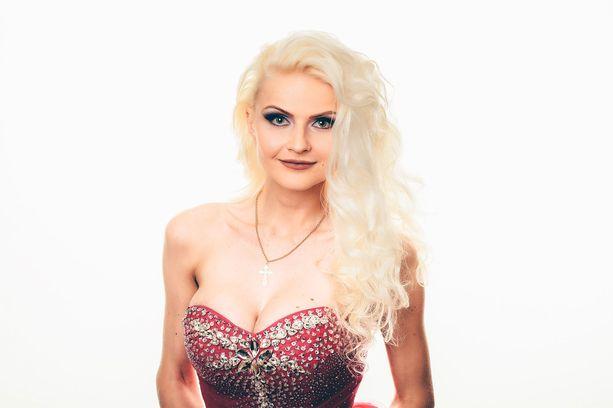 Lola Pähkinämäki, 25, Raisiosta.