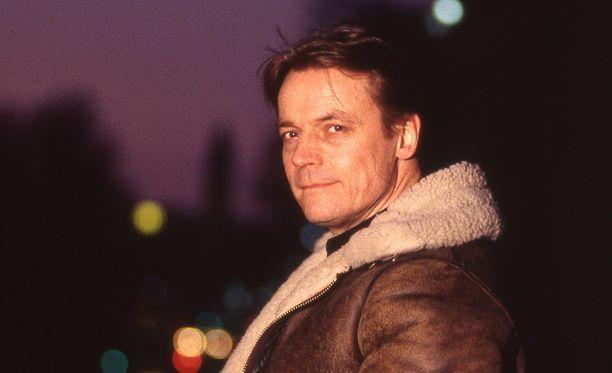 Timo T.A. Mikkonen mullisti suomalaista televisioviihdettä. Kuva vuodelta 1994.