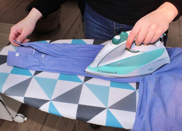 Aloita silitys pienistä osista ja silitä tämän jälkeen hihat.