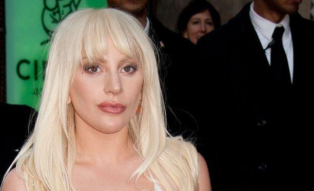 Lady Gagalla on entuudestaan kaksi koiraa. Nyt perheessä on myös poni.