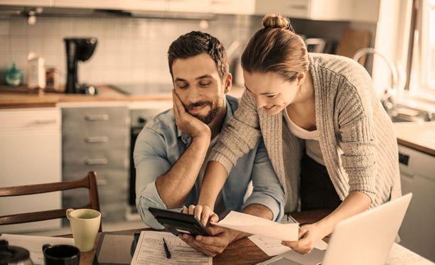 Omat mahdollisuudet palveluseteliin tai arvonlisäverottomaan kotipalveluun kannattaa selvittää esimerkiksi kotikunnan palvelupisteestä.