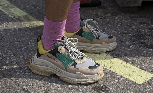 Balenciagan hittikenkien hauska yksityiskohta on kengän kärkeen merkitty kokonumero.