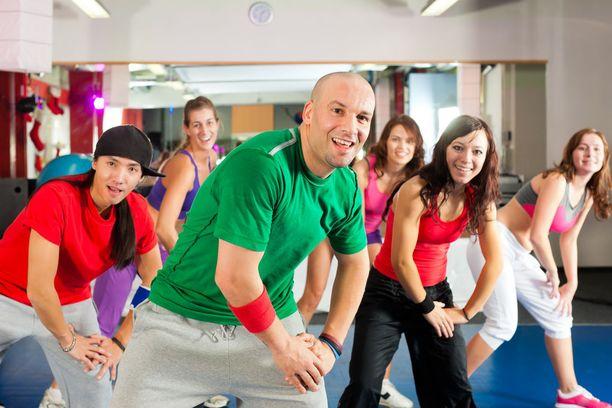 Motivaatiota voi lisätä pelkästään jo sekin, että osallistuu ohjatuille liikuntatunneille.