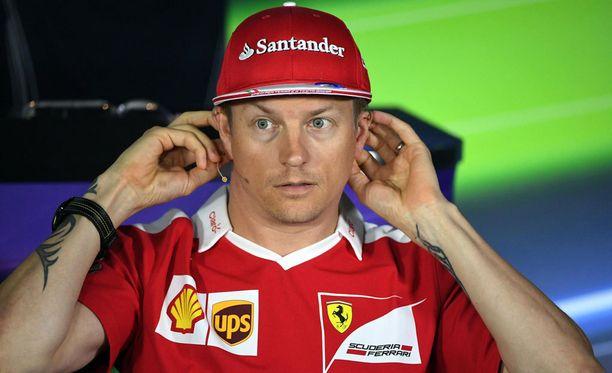 Kimi Räikkönen tunnustaa Mersun hyvän vauhdin.