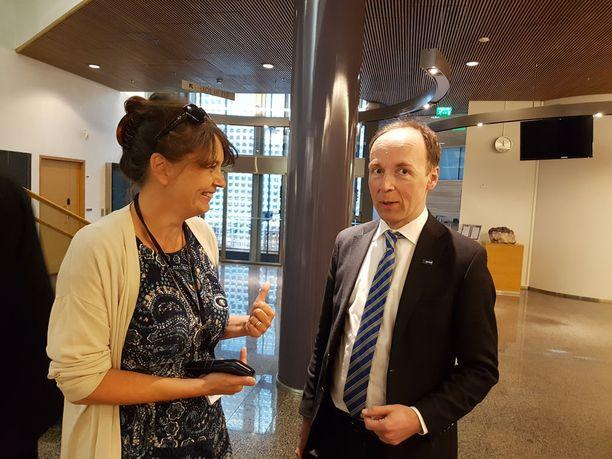PS:n puoluesihteeri Riikka Slunga-Poutsalo ja puolueen puheenjohtaja Jussi Halla-aho perussuomalaisten puoluevaltuuston kokouksessa Helsingissä viime toukokuussa.