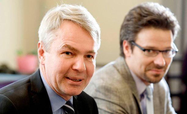 Pekka Haavisto oli viime presidentivaaleissa vihreiden ehdokas ja pääsi toiselle kierrokselle. Vihreiden puheenjohtaja Ville Niinistö (takana) toivoo, että Haavisto asettuu ehdolle jälleen.