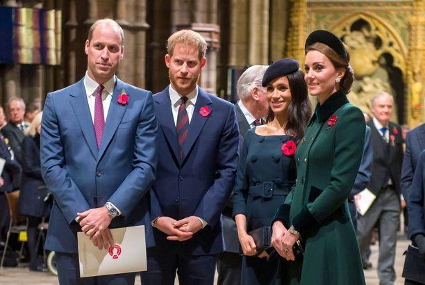 Prinssi William, prinssi Harry, herttuatar Meghan ja herttuatar Catherine viettävät sittenkin yhteisen joulun.