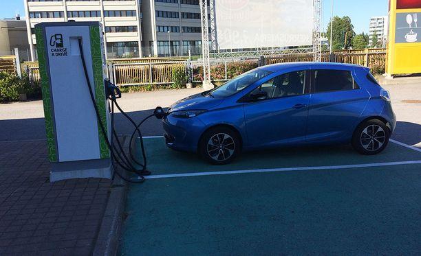 Iltalehti huomasi väärän hinnan Renault ZOE -täyssähköauton koeajon yhteydessä.