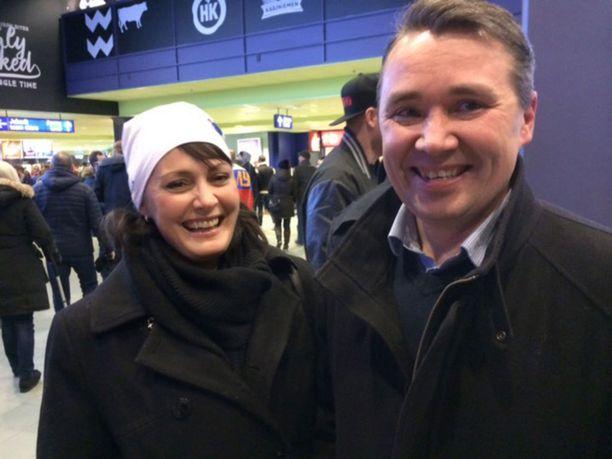 Sebastian Ahon äiti Leena ja isä Harri ovat seuranneet iloisina poikansa otteita NHL:ssä.