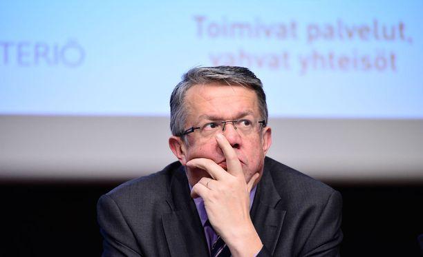 Juha Rehula (kesk) esitti valtiollisen anteeksipyynnön sunnuntaina lastenoikeuksien päivänä.
