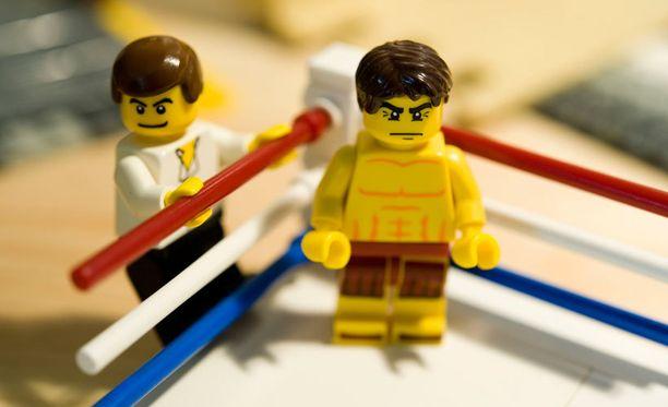 Legojen kasvojen ilmeet ovat vuosien saatossa muuttuneet aiempaa vihaisemmiksi.
