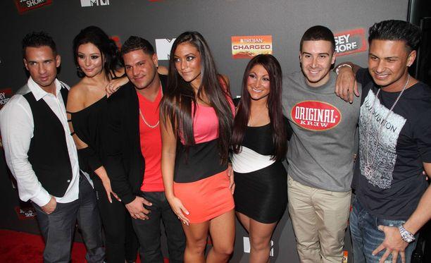 """""""The Situation"""" (vasemmalla) ja muu Jersey Shore -ryhmä vuonna 2012. Pian jerseyshorelaiset kohtaavat uuden reunion-sarjan kuvauksissa."""