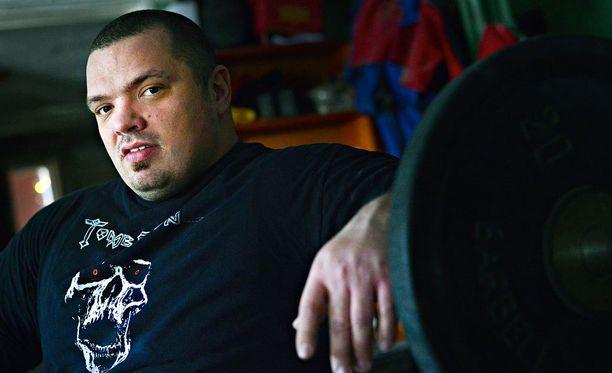Fredrik Smulter lähtee hakemaan varustepenkkipunnerruksen SM-kisoista 400 kilon tulosta.