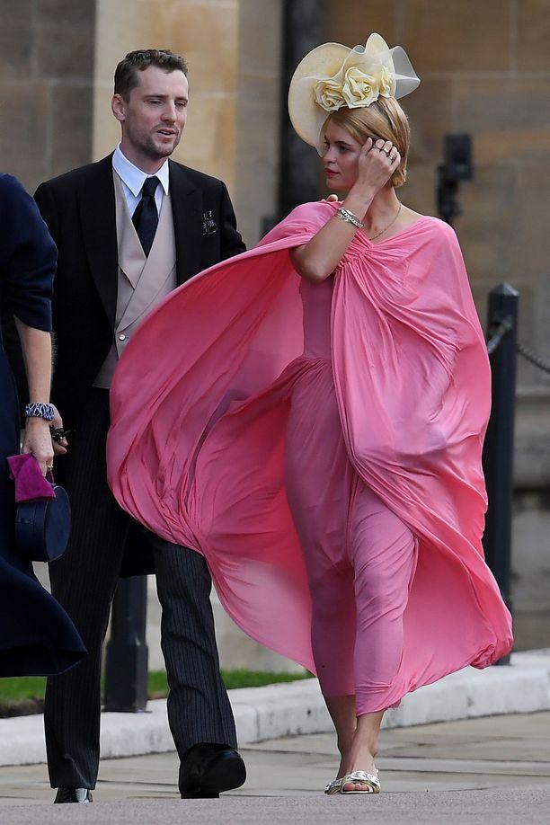 Pixie Geldof ja George Barnett saapumassa juhlapaikalle.