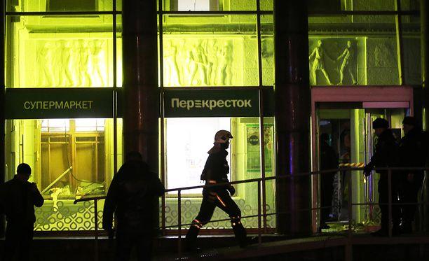 Useita ihmisiä loukkaantui keskiviikkoiltana tapahtuneessa supermarketin räjähdyksessä Pietarissa.