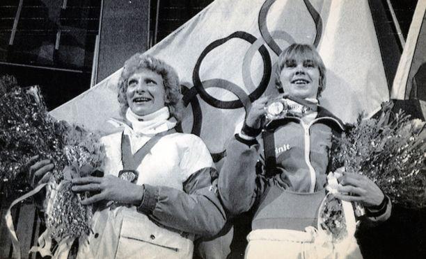 Kuva vuodelta 1994 Sarajevosta. Marja-Liisa Kirvesniemi ja Matti Nykänen.