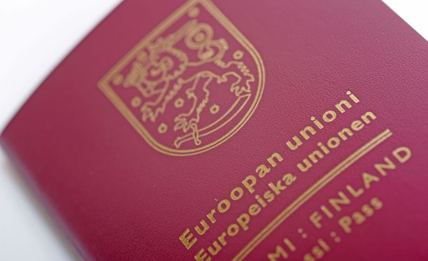 Tarjouspyyntö koski passeja, henkilökortteja, oleskelulupakortteja ja oleskelukortteja. Kilpailutus todettiin asianmukaiseksi.