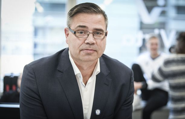 Mika Lehtimäki operoi Suomen Olympiakomitean huippu-urheiluyksikön johtajana.