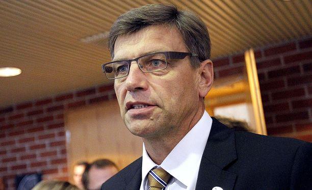 Valtakunnansyyttäjä Matti Nissistä epäillään virkavelvollisuuden rikkomisesta.