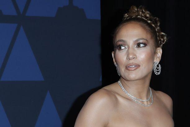 Jennifer Lopez, 50,tunnetaan esimerkiksi kappaleistaan Live It Up ja Let's Get Loud.