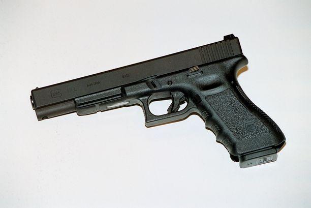 Nurmijärveläismiehen Glock-pistooli tuomittin valtiolle menetetyksi. Ase oli luvallinen. Kuvan ase ei ole sama mutta samaa mallia.