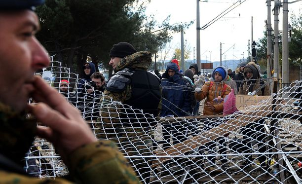 Venäläisten virkamiesten mukaan maahanmuuttoprosesseja käytetään niin sanotun hybridisodan käymiseen. Kuvassa turvapaikanhakijoita Makedonian rajalla.