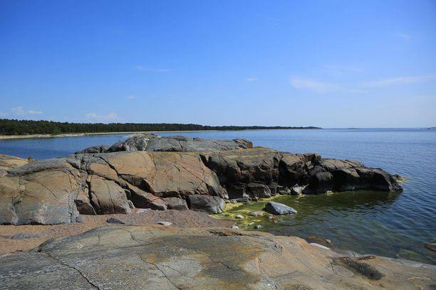 Laajasti seurattu matkailulehti kehuu Suomen saariston kallioisia rantoja.