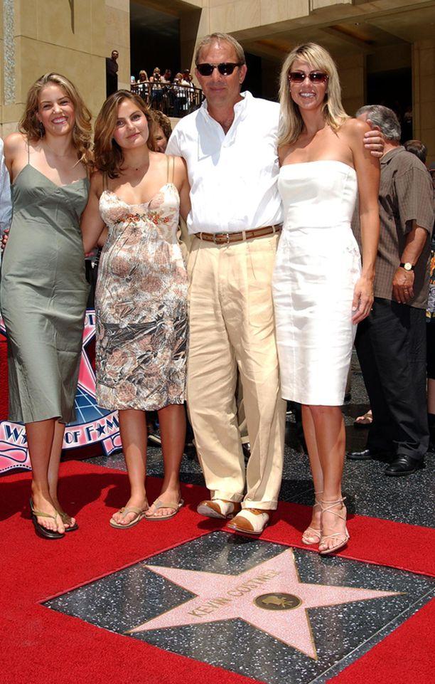 Costner sai tähden Hollywood Walk of Famelle vuonna 2003.