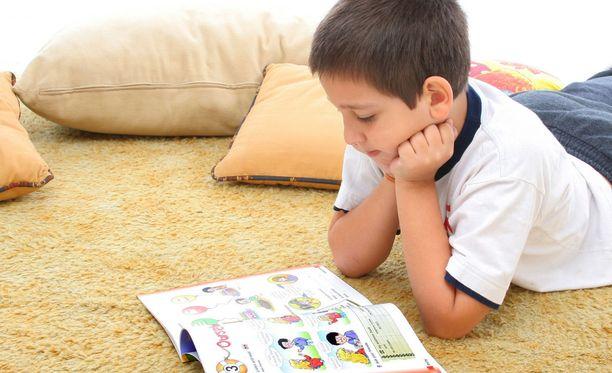 Monelle alakoululaisten vanhemmalle lapsen kotiin jääminen on iso huoli ja lisästressin aihe.