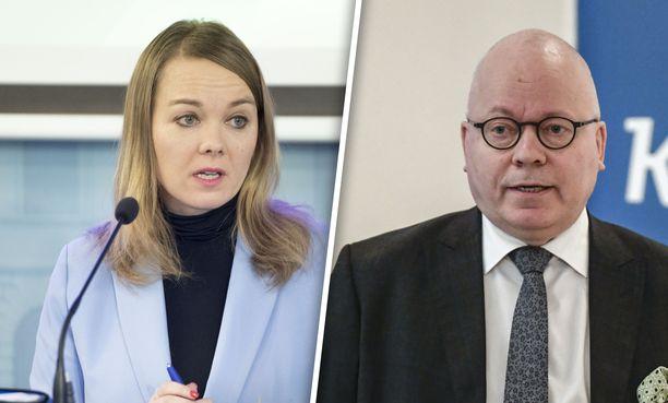 Suomen Kuvalehti uutisoi ensimmäisenä, että Katri Kulmuni laskutti ministeriöiltä saamansa viestintäkoulutukset. Konsultointia tarjosi Harri Saukkomaan yritys Tekir.