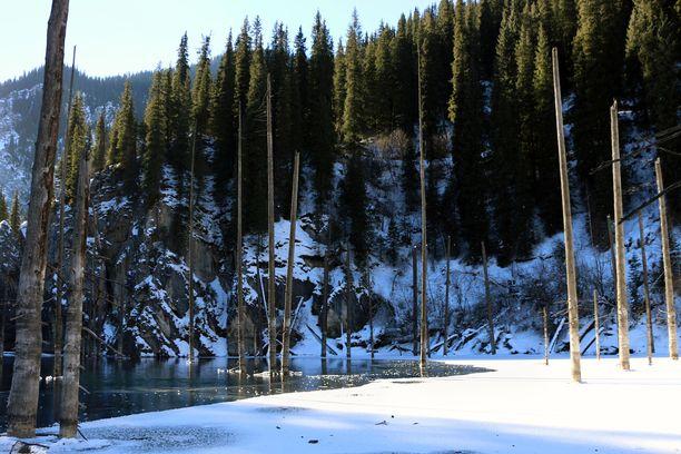 Kolsai-järvien luonnonpuistossa retkeillään talvellakin.