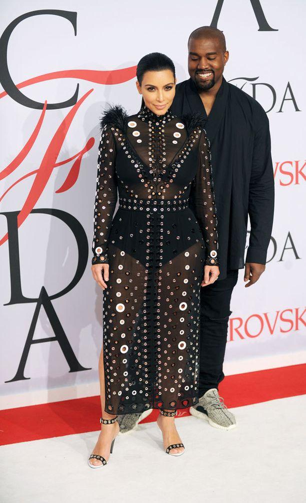Kim Kardashian on vilautellut mummoalushousujaan...