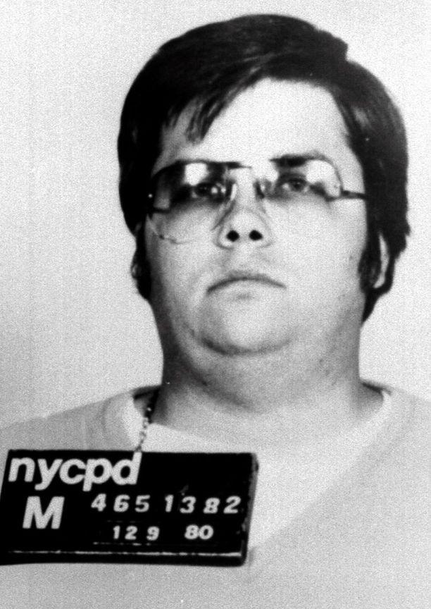 Mark Chapman ampui Lennonia kohti viidesti.