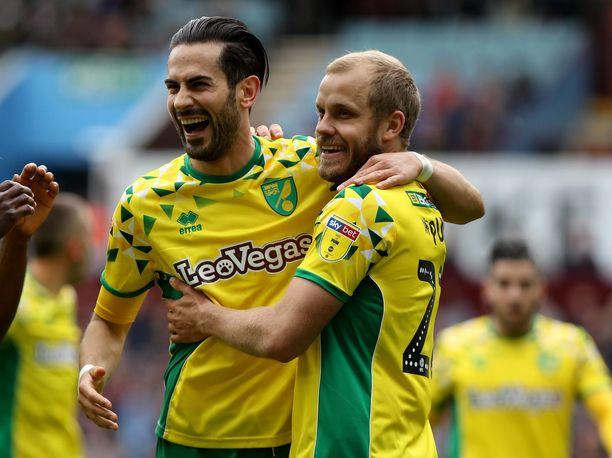 Mario Vrancic (vas.) ja Teemu Pukki ovat Norwich Cityn kantavia voimia. Nyt joukkuekaverit kohtaavat EM-karsinnoissa.