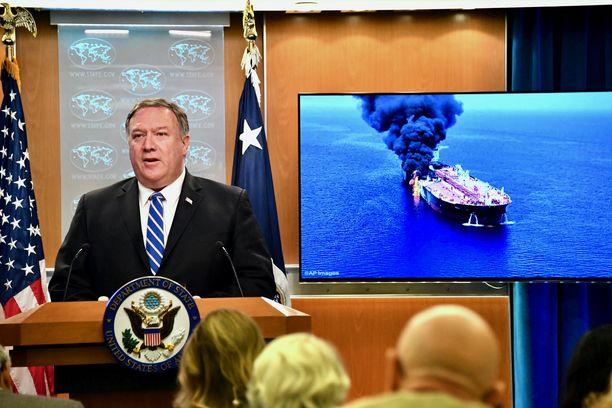 Ulkoministeri Mike Pompeo kertoi melko pian räjähdysten jälkeen USA:n epäilevän teoista Irania.