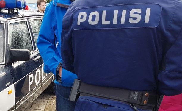 Poliisi otti kiinni neljä aiemmin kerrotun kahden sijaan. Arkistokuva.