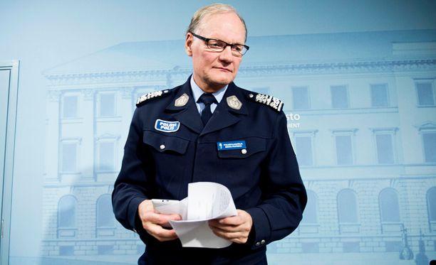 Mikko Paateron mukaan sadat kielteisen päätöksen saaneet turvapaikanhakijat ovat jääneet Suomeen.