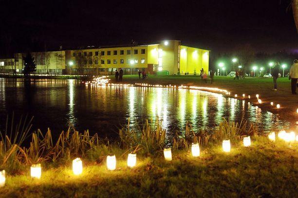Koulun oppilas hyökkäsi aseen kanssa Jokelan koulukeskukseen marraskuussa 2007.