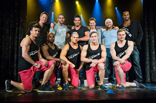 Miss Suomen poikaystävä Riku Salminen on mustassa t-paidassa takarivissä keskellä.