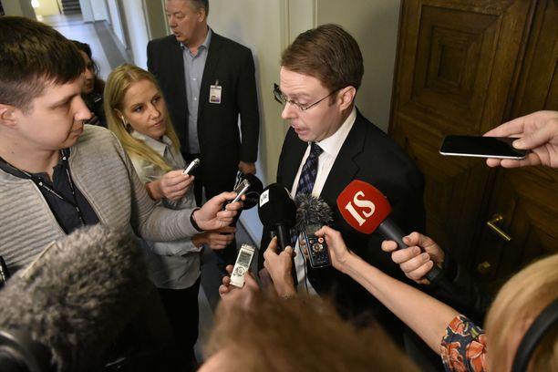 Vesa-Matti Saarakkala ilmoitti maanantaina, että hän ei aio enää tukea hallituksen sote-uudistusta. Yön yli nukuttuaan hän oli eduskunnassa entistä vakuuttuneempi siitä, että ratkaisu on oikea.