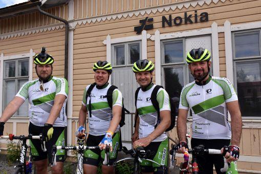 IBD Cycling ry levittää sanomaa tulehduksellisista suolistosairauksista. Kuvassa kuulantyöntäjä Conny Karlsson (vas.), Teemu Ramstedt, triatlonisti Kaapo Annala ja pyöräilijä Janne Hallikainen.