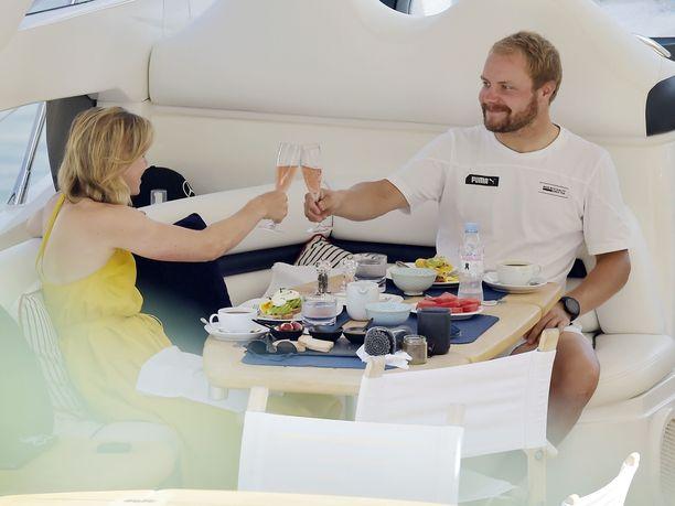 Valtteri Bottas ja Tiffany Cromwell lomailivat syyskuun puolivälissä ökyjahdilla Portofinossa.