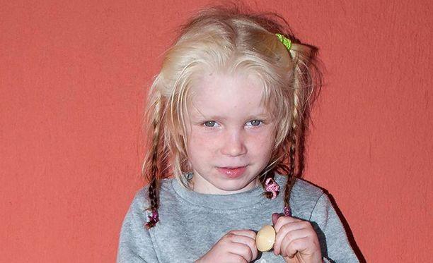 Kreikan poliisi pyytää kansainvälistä apua pienen tytön vanhempien etsinnässä.