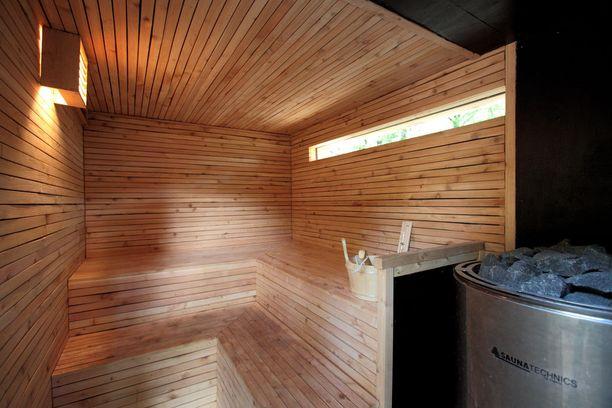 Tältä näyttää puumajan sauna.