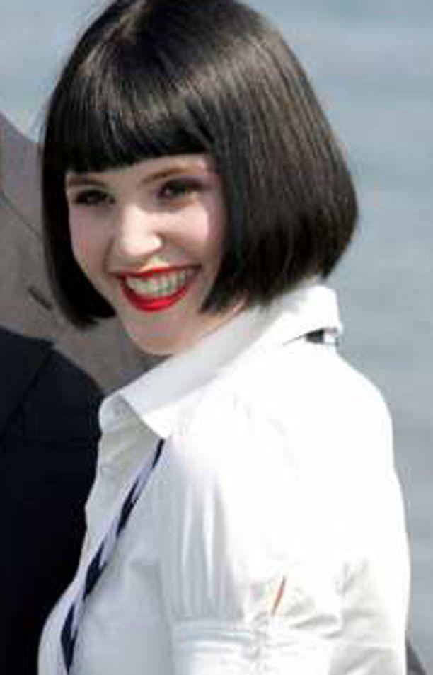 Gemma Arteton sai unelmaroolin Bond-tyttönä.