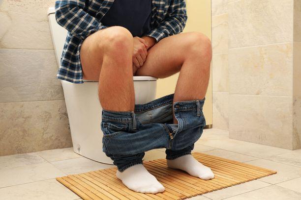Liikakasvun tavallisin oire on virtsasuihkun voiman heikentyminen.